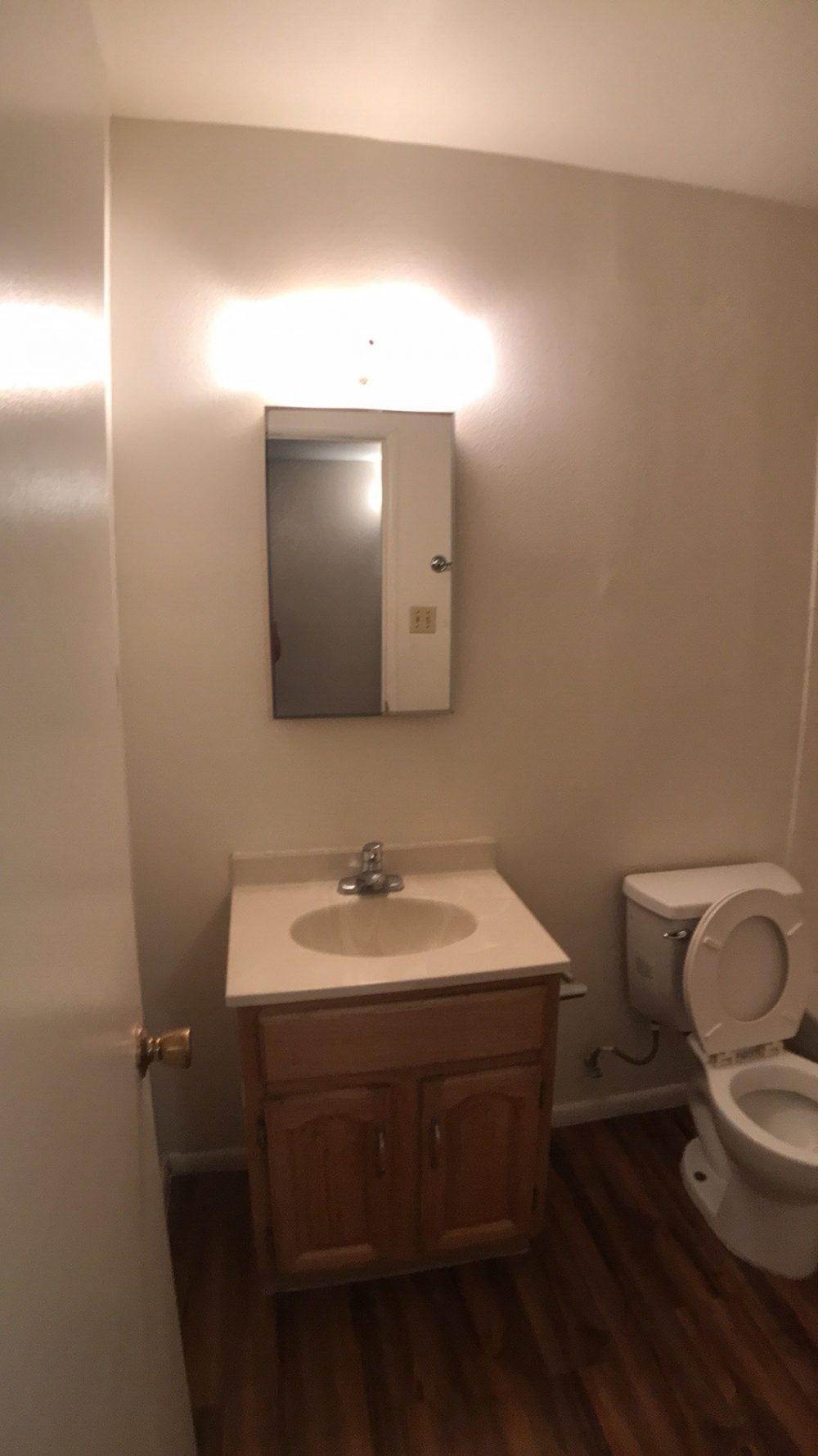 10 Hall Bathroom