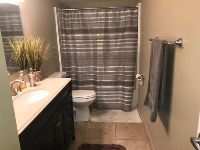 79th Hall bath